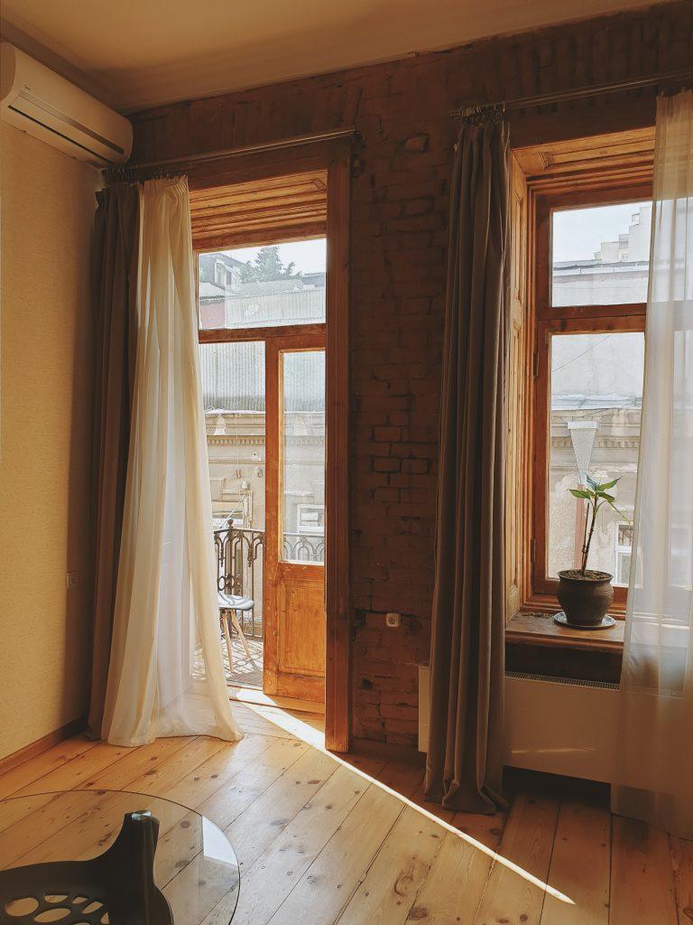 Pourquoi installer une chaise Louis XV dans un appartement haussmannien ?