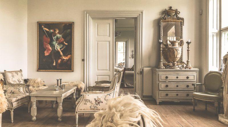 Comment créer un style gustavien avec une chaise Louis XV ?